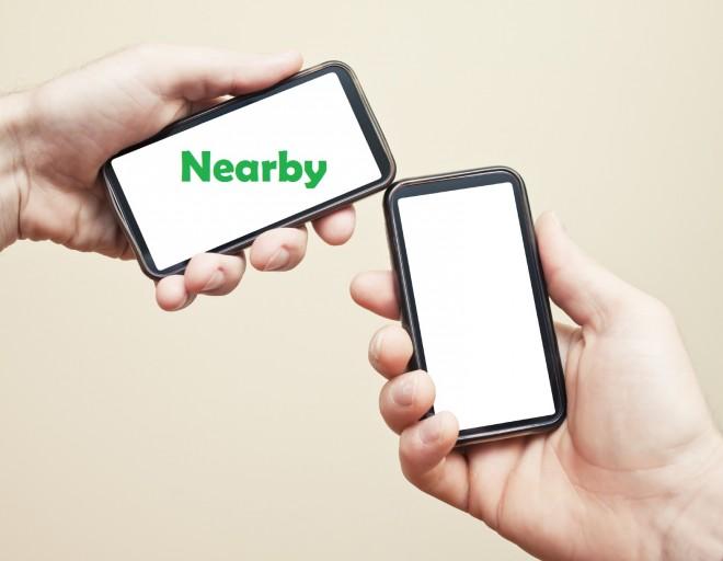 Wir müssen in Zukunft die Handys nicht mehr zusammenhalten, damit sie Kontakt aufnehmen (Foto iStockphoto)