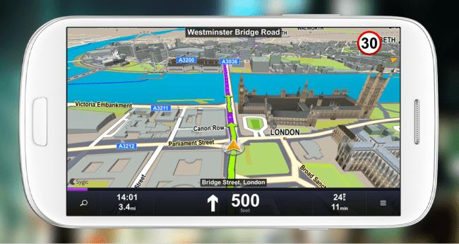 In Städten kommt die 3D-Ansicht besonders zur Geltung. Geschwindigkeitsbeschränkungen werden auch angezeigt.