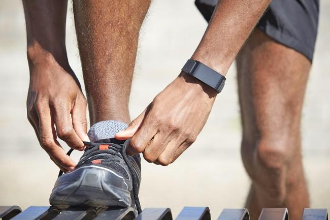 Beim Sport spielen die Armbänder mit koppelbarem Brustgurt ihre Stärken aus. In unserem Test sind das die Geräte von Garmin und Polar.