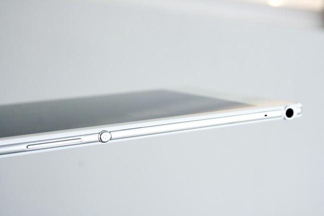 Mit einer Dicke von nur 6,4 Millimetern gehört das Xperia Z3 Tablet Compact zu den dünnsten Tablets am Markt, was natürlich auch der Haptik ungemein entgegen kommt.
