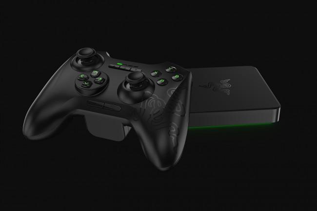 Eine Möglichkeit das Gerät zu steuern ist das Gamepad, welches wie ein Xbox 360-Controller aussieht.