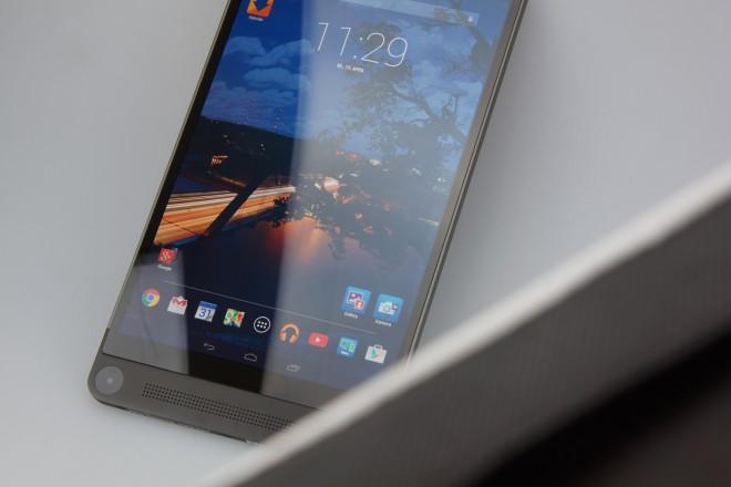 Das Display ist sehr scharf und hell. Neigt man das Tablett, ändert sich auch die Perspektive im Bild des installierten Homescreens. Das unterstreicht die 3D-Idee der Kamera.
