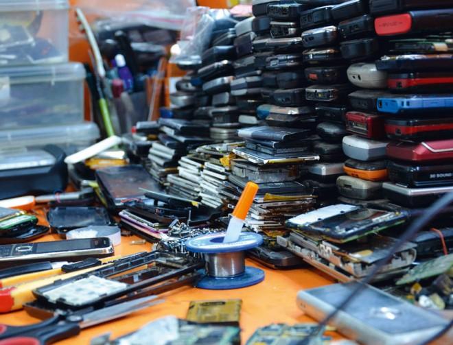 All diese Mobiltelefone können repariert und wieder benutzt werden.