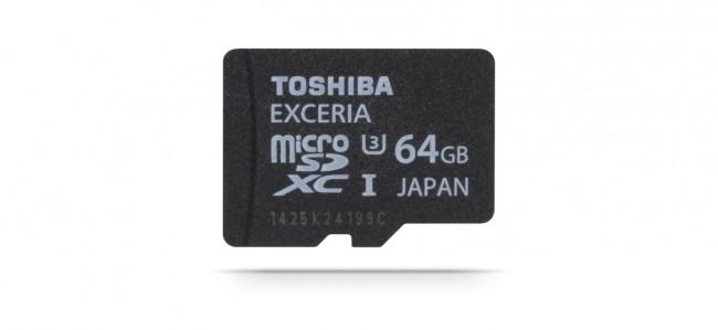 Bei Googles Project Vault handelt es sich um einen Miniatur-Computer in Form einer MicroSD-Karte, der sich um das Erkennen des Benutzers und um das Verschlüsseln seiner Kommunikationsdaten kümmert. (Im Bild allerdings eine herkömmliche MicroSD-Speicherkarte von Toshiba.) (Foto: Toshiba)