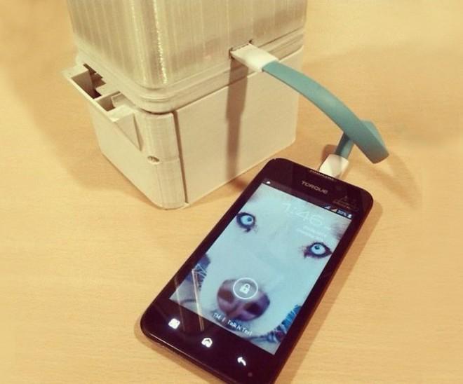 Die Lampen verfügen sogar über einen USB-Port zum Aufladen von Smartphones (Foto: www.salt.ph)