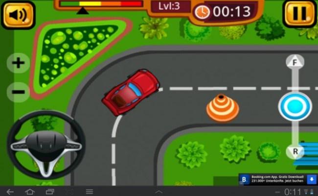 Dein Ziel ist es, einen PKW auf einer Straße ins Parkhaus zu steuern.