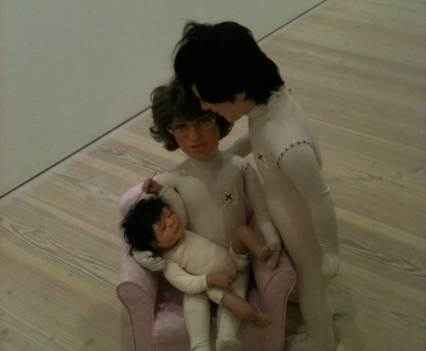 Kunst_mit_Verfallsdatum_Saatchi_Galerie_London_England_Anna_Szermanski_Collage_Papier_Kunst_Puppe_Plastik_13