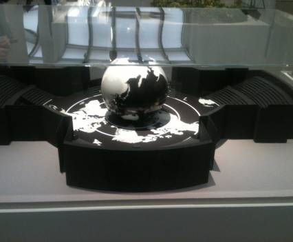 King_Karl-bittet-zum-kontemplieren_Anna_Szermanski_Ausstellung_Karl_Lagerfeld_Museum_Folkwang_Essen_Mode_Fotografie_Modenschauen_Couture_Kleider5