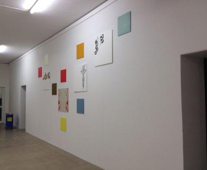 Ein_Blick-ins_Kunsthaus_Essen_Anna_Szermanski_Ausstellung_Familie_Skelette_Oliver_Ross2