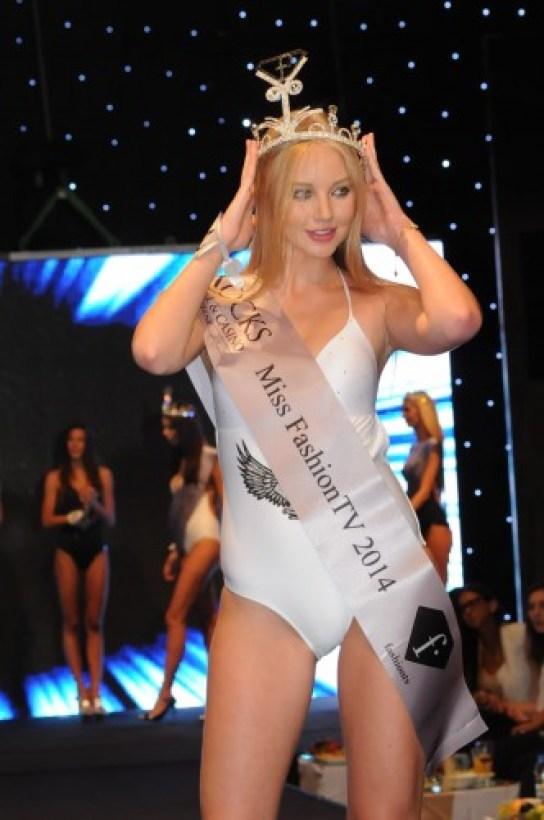 Fashion_TV_2014_Karolina_Toleikyte-Litvanya