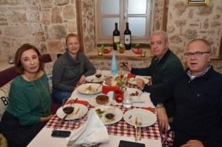 Demet Akyelli, Asuman - Levent Emeklio¦şlu, Mehmet Akyelli