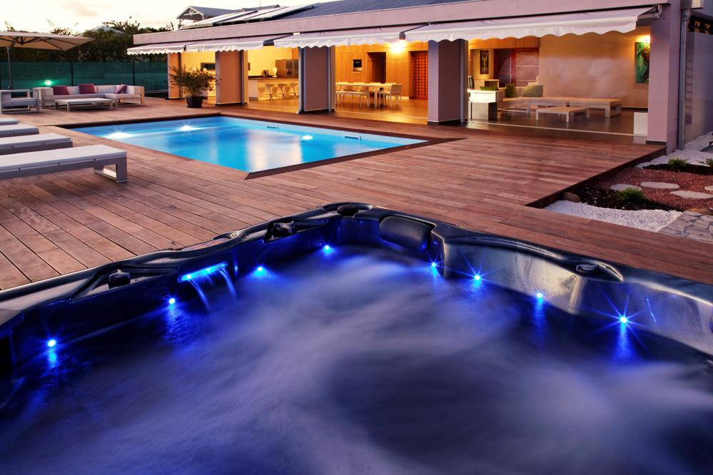 Location de villa de luxe en Guadeloupe  La coulée bleue - piscine - location maison avec piscine dans le var