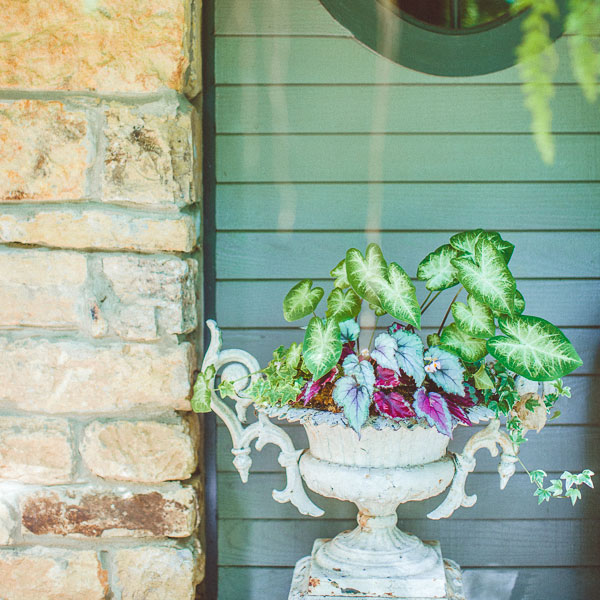 antique-urns-garden-ideas