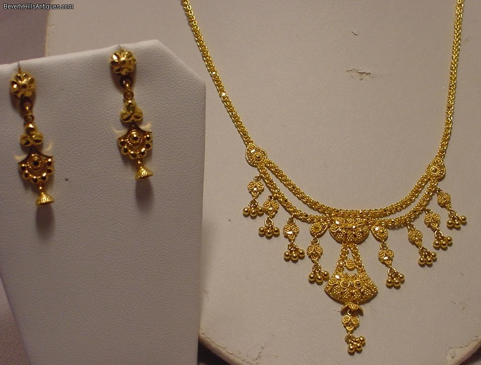 Beautiful 22k Gold Necklace With Matching Earrings 22g For