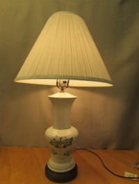 Lot Detail - ELEGANT PORCELAIN TABLE LAMP WITH 24K ACCENTS ...