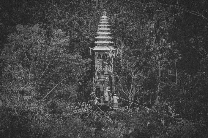 Apel Photography - Street Photography - Journalist Photographers - Bali Masive Cremationan Ceremony - Ngaben di Nusa Penida - Bali Monochrome Photographers (33)