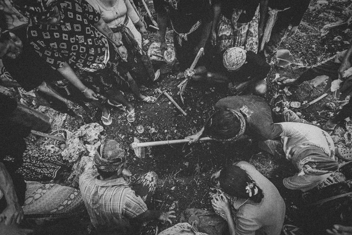 Apel Photography - Street Photography - Journalist Photographers - Bali Masive Cremationan Ceremony - Ngaben di Nusa Penida - Bali Monochrome Photographers (9)
