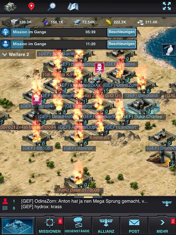 Typischer Screenshot von Mobile Strike. Ein großer Gegner überfällt eine Allianz und plündert alle Basen, die keinen Schild eingesetzt haben. Verluste an Ressourcen und Zerstörung der Abwehreinheiten sowie der gesamten Militäreinheiten inbegriffen.