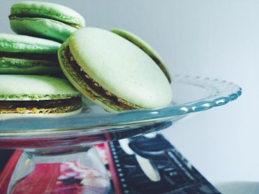 pistachio-macaron-appeasing-a-food-geek