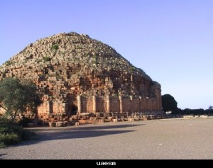 الضريح النوميدي بالجزائر الذي يبلغ ارتفاعه تسعة عشر متر