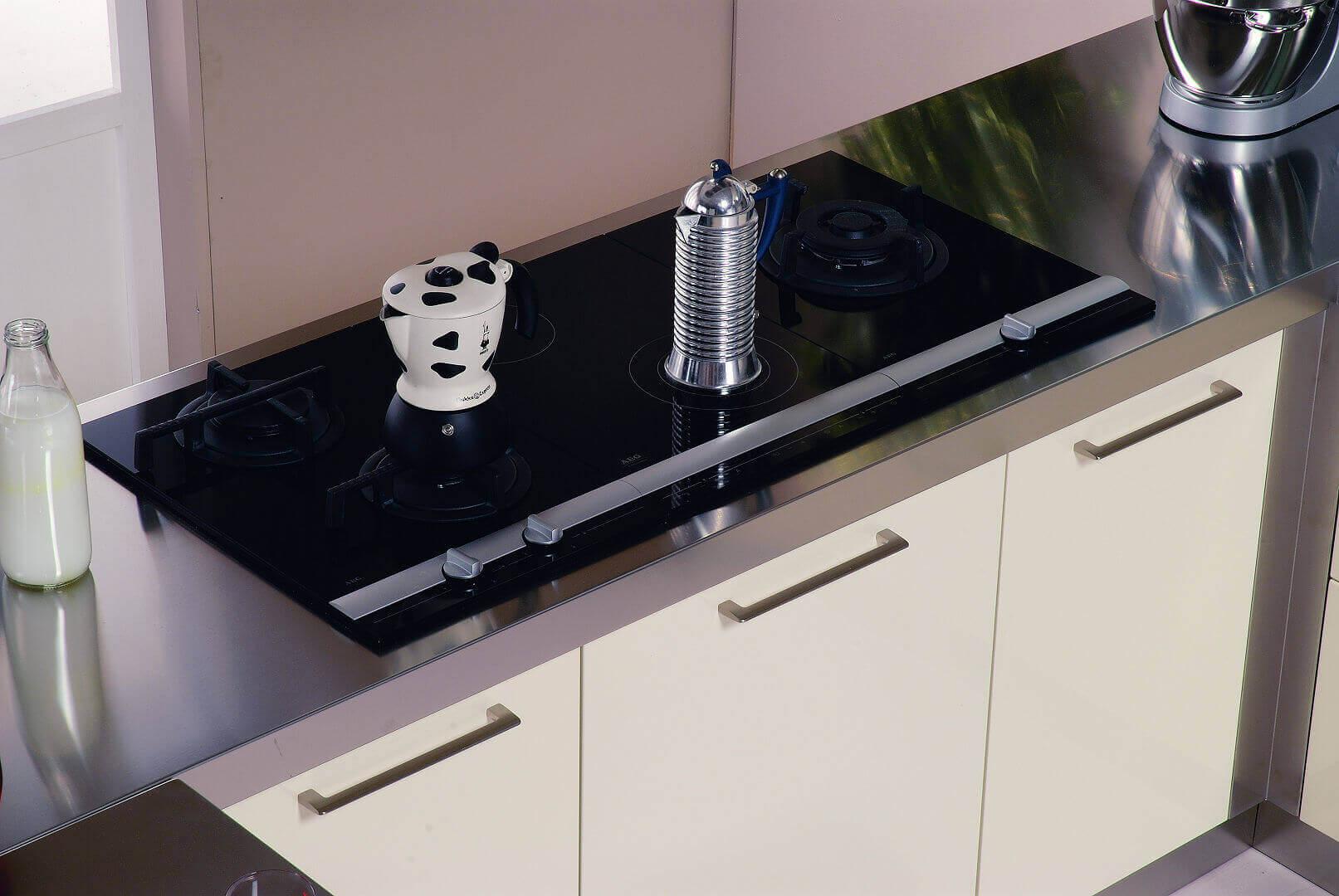 Arca Cucine Italia - Cucine Domestiche in Acciaio Inox - 20 - Retunne - Maniglie