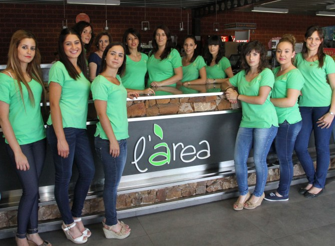 chicas-area-estaciones-multiservicios