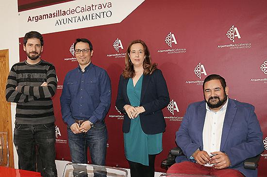 La Escuela Superior de Informática traslada al IES 'Alonso Quijano' el entusiasmo por la programación, la robótica y las nuevas tecnologías
