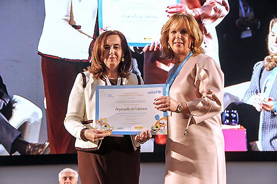 La alcaldesa ha recogido hoy en Oviedo el Sello de Ciudad Amiga de la Infancia para Argamasilla de Calatrava