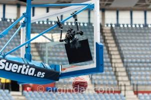 Foto del del montaje de la cámara en la canastas