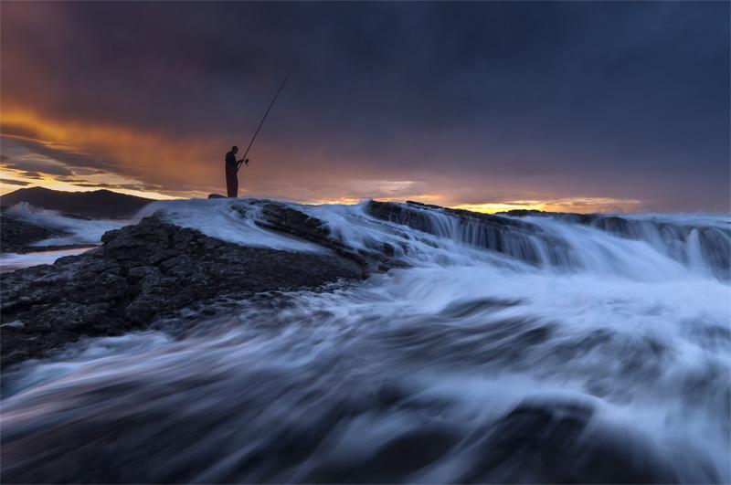 arrantzalea ilunabarrean-Pescador al atardecer