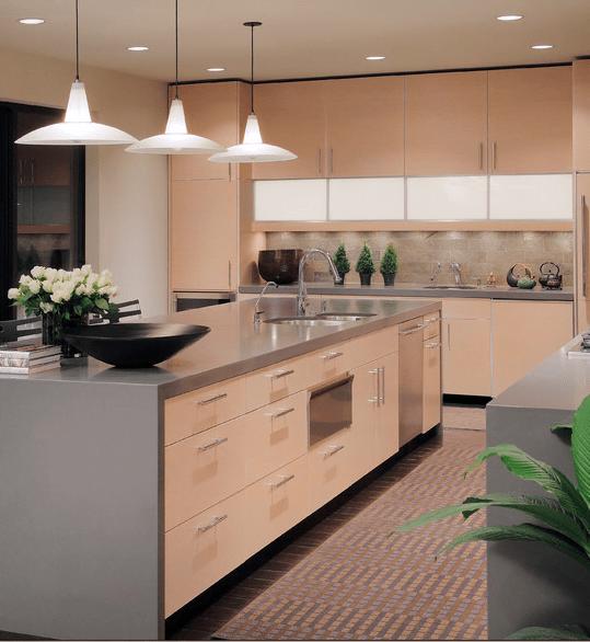 Dise os de cocinas en colores claros arkiplus - Cocinas de color ...