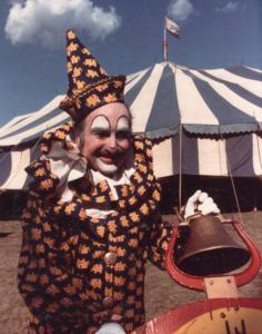 Clownportrayal169 236x300 Circus Clown Helps Set the Stage