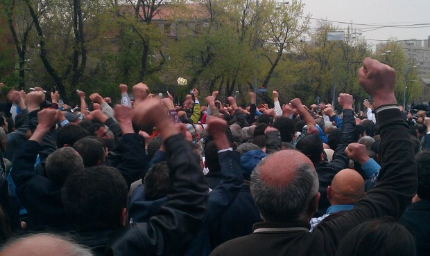 IMAG1057 1024x612 Hovannisian Supporters Scuffle with Police in Yerevan