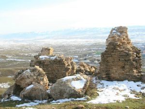 The ruins of an Armenian church, with Lice in the background. (Photo by Khatchig Mouradian)