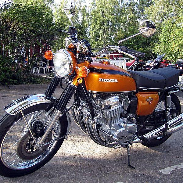 800px-Honda_CB750_Four_K1_1971