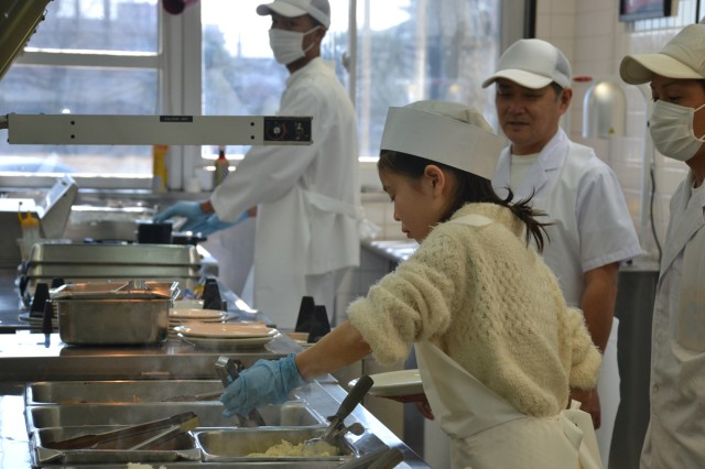Japanese junior-high students shadow various jobs on Camp Zama