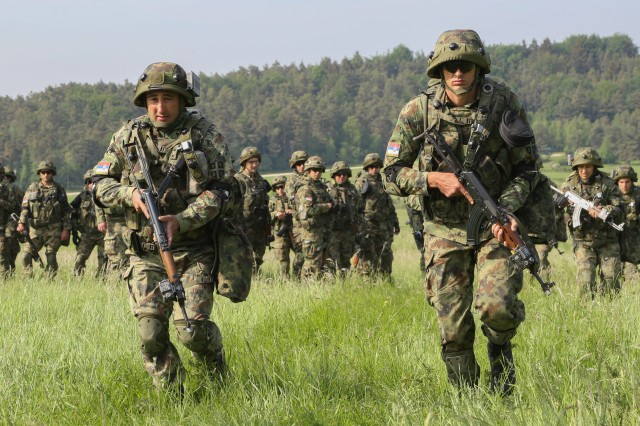 Serbian NCO takes charge during Combined Resolve IV Article The