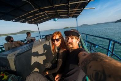 Carlo & Franzi auf einem Schiff durch die Mangroven...
