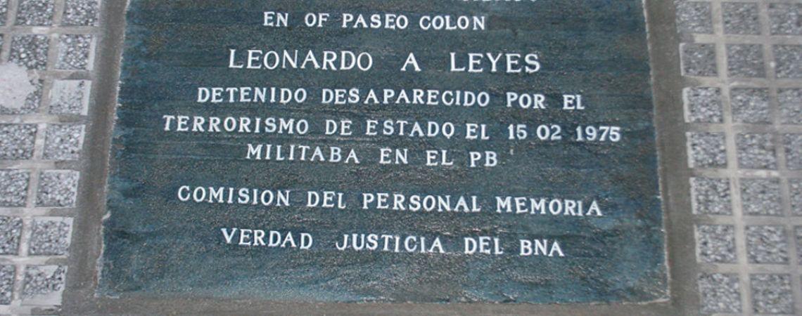 Marca de memoria. Baldosa en la Casa Central del Banco de la Nación Argentina