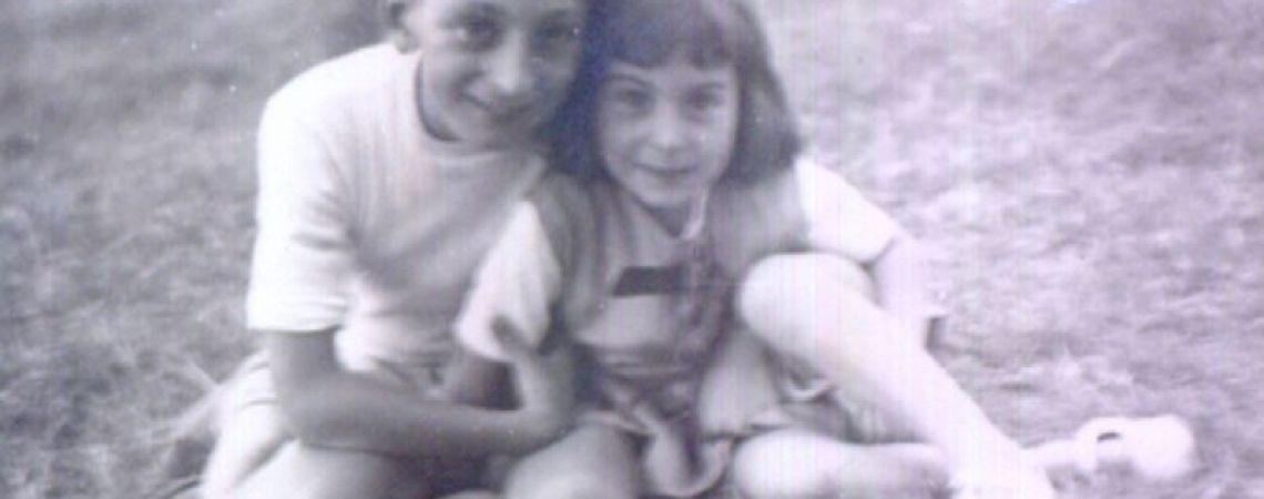 Juan Carlos con su hermana