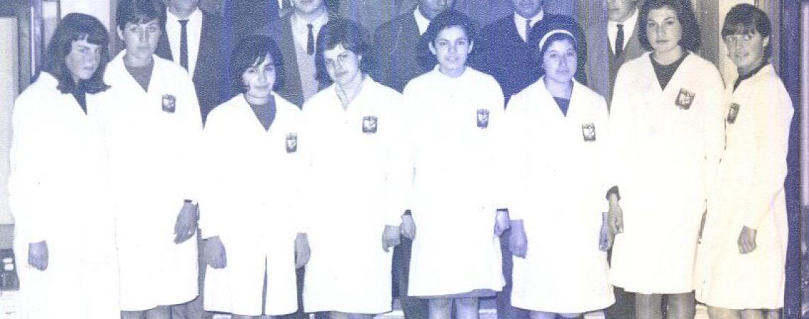 Foto grupal con sus compañeros de secundario