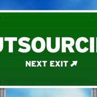 ¿Outsourcing es la pregunta o la respuesta?  por @laszlobekes