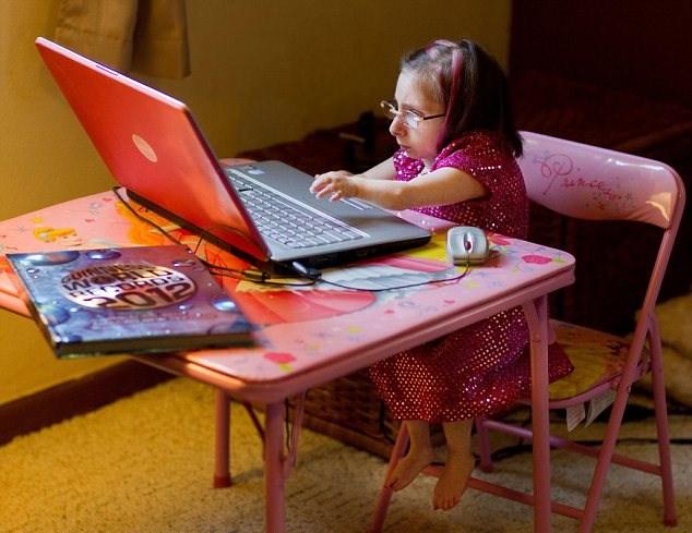 A Menor Mulher Do Mundo: A Americana Bridgette Jordan Mede 69 Centímetros