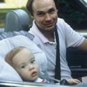 Pai e filho refazem fotos 23 anos depois
