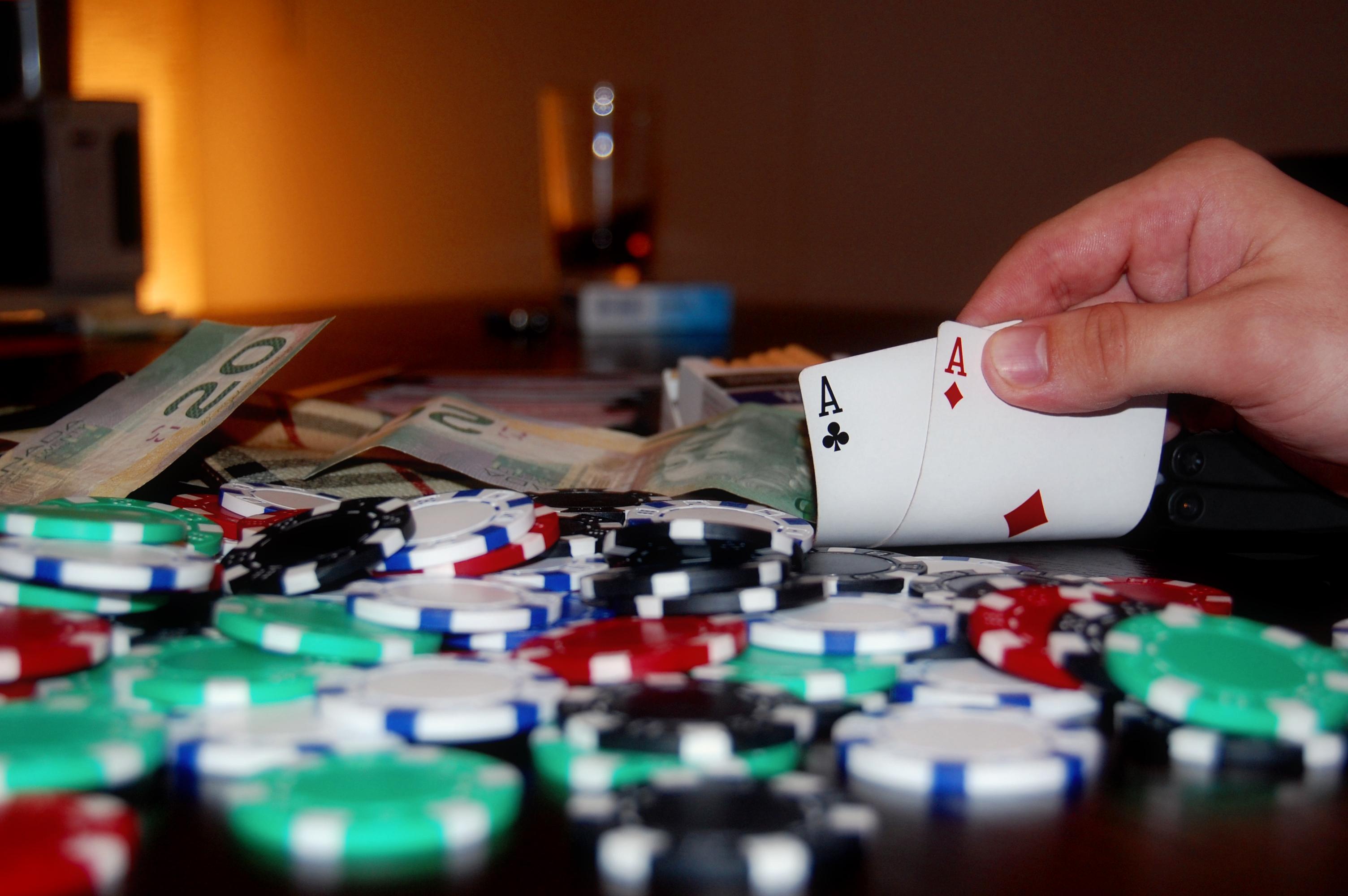 Jogar Poker Offline ou Online? 2
