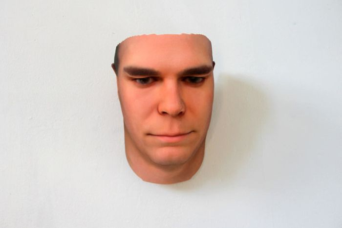 Artista criar rostos 3D de pessoas usando DNA encontrados em objetos descartados por elas nas ruas