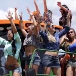 Vídeo que coloca dançarinas em cima de máquina agrícola faz sucesso na internet