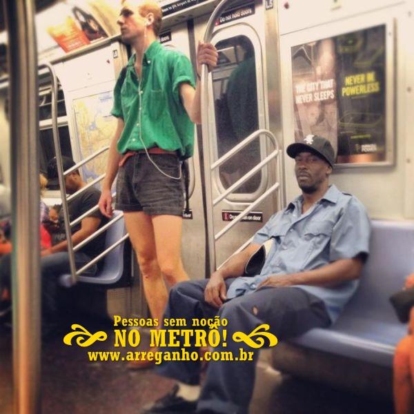Pessoas sem noção no metrô!