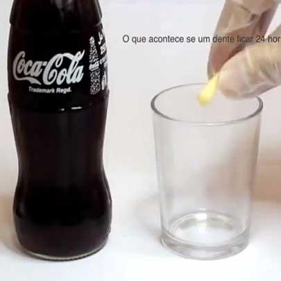 O que acontece se um dente ficar 24 horas num copo com Coca-Cola?