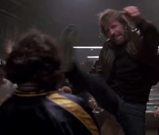 50 pessoas que foram dessa para melhor graças ao chute do Chuck Norris